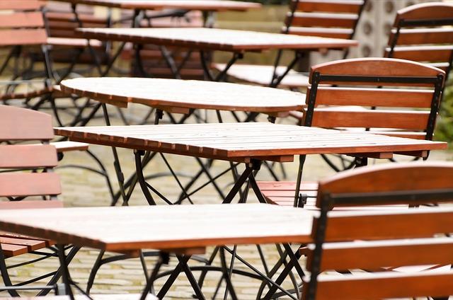 dřěvené stoličky