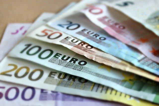 eurové bankovky.jpg